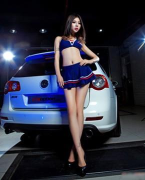 Người mẫu và xe