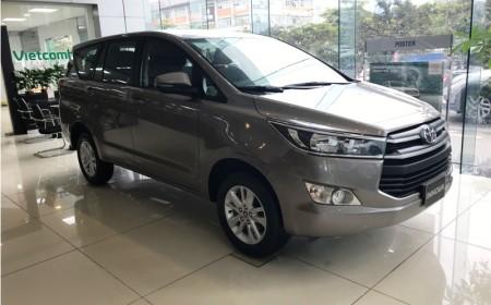 Toyota Innova 2.0E